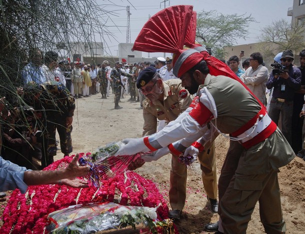 Laying wreath on grave of victim of Karachi base attack, May 2011
